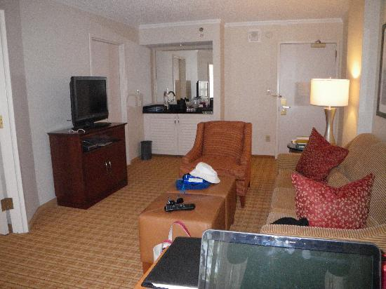 Sitting room picture of atlanta marriott suites midtown for Sitting room suites