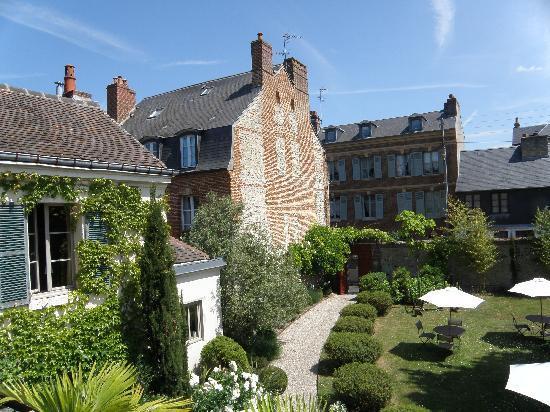 Le Clos Bourdet: 部屋から見た中庭