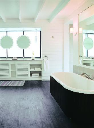 Cocoa Island by COMO: Dhoni Loft Suite Bathroom