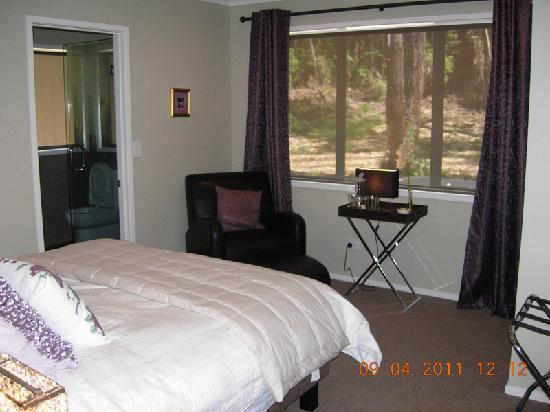 Orchid Grove Country Lodge: room