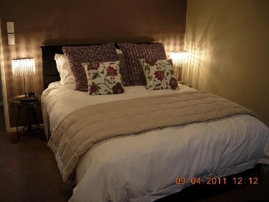 Orchid Grove Country Lodge: bed