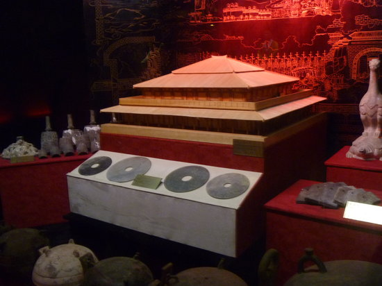 Tomb of Emperor Jingdi (Hanyangling): A model of the burial tomb of the Emperor