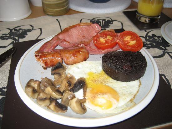 Seaside Villa B&B: The breakfast Margaret fed us!  Delicious!