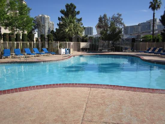Residence Inn Las Vegas Convention Center: The pool