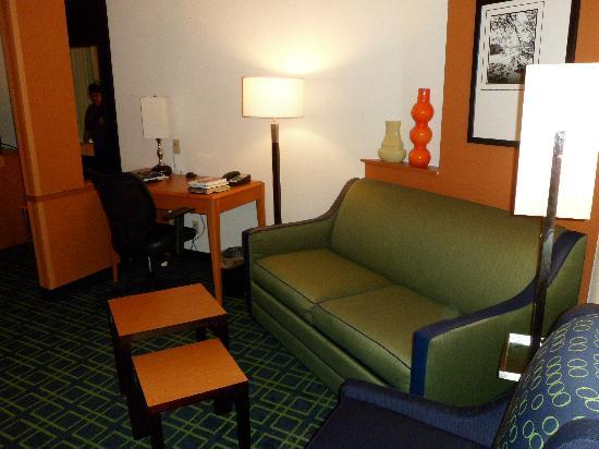 Fairfield Inn & Suites San Antonio Boerne: couch area
