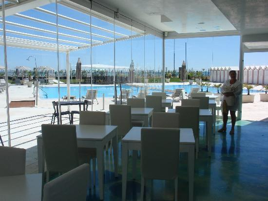 Adriatic Palace Hotel: View from restaurant over pool area