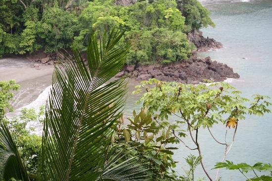 Tulemar Bungalows & Villas: view of the beach from the north hike