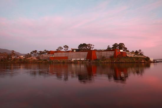 Mona Pavilions: Mona at Dusk