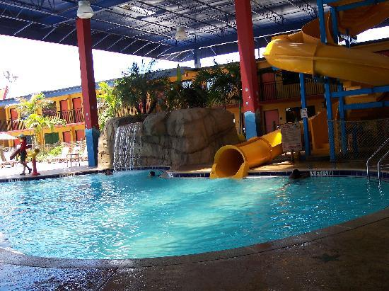 Coco Key Hotel and Water Park Resort: This pool is half under shade & half open to the outside