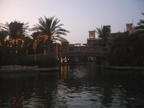 Jumeirah Al Qasr at Madinat Jumeirah: going to dinner on abbra