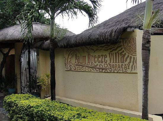 Palm Breeze Villa Boracay Hotel: Hotel entrance