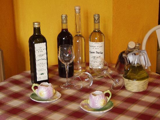 Farmhouse Residence Casa Italia: oil and wine very good