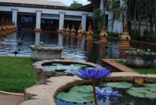 Marriott's Phuket Beach Club: Water feature