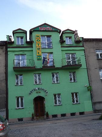Hotel Monika : A Dump