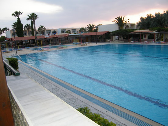 Eurovillage Achilleas Hotel : Pool in the evening