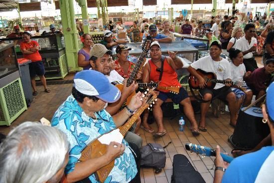 Municipal Market: Ambiance musique polynnésienne