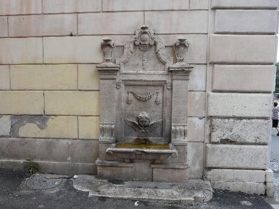 Hotel Pomezia: la plus vieille fontaine de rome an VIII