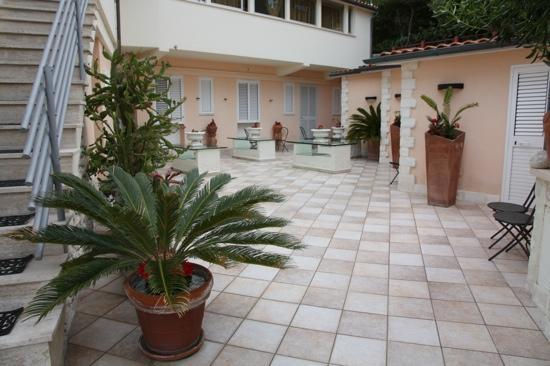 Villa Pucci: la corte interna