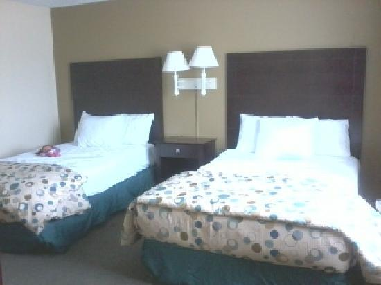 Hotel Balch Springs: 2 Double Beds in a separate room