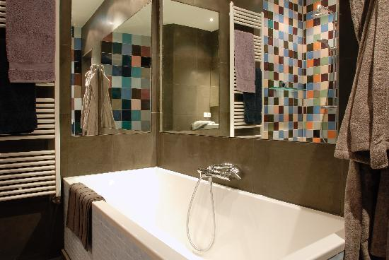 Prince Henry, Private Suites and Gardens : bath for two...