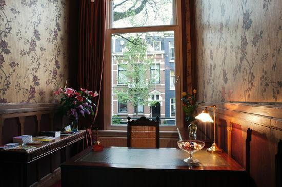 Museum Suites: getlstd_property_photo