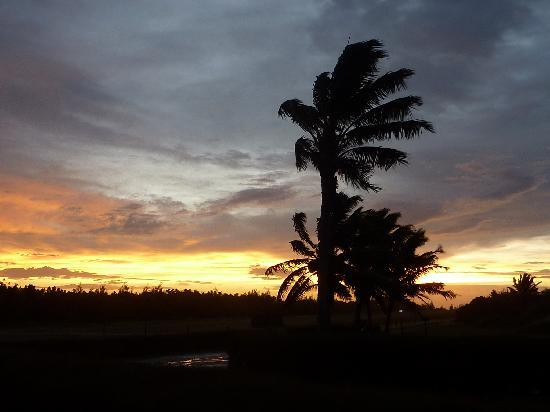 Cook Adaları: sunset on Rarotonga