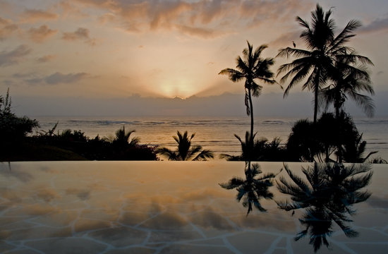 Alfajiri Villas : Sunset view from Garden Villa pool