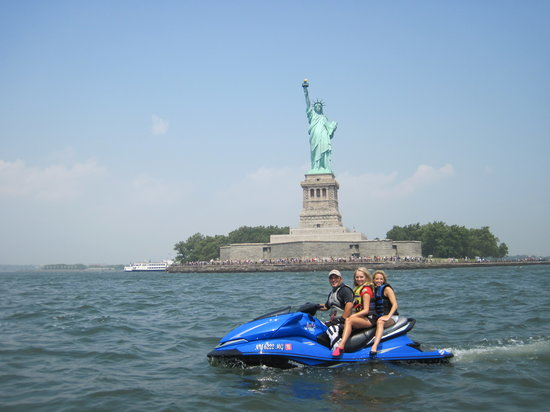 Jetty Jumpers: Statue of Liberty, New York