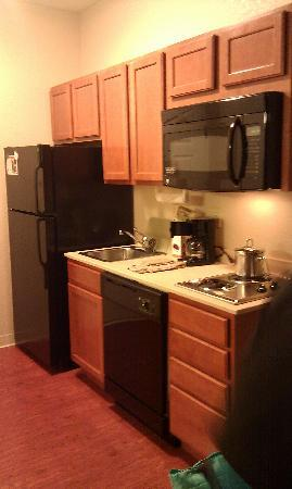Candlewood Suites: Kitchenette