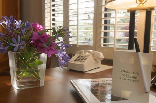 Casa de Carmel Inn: Premium Amenities