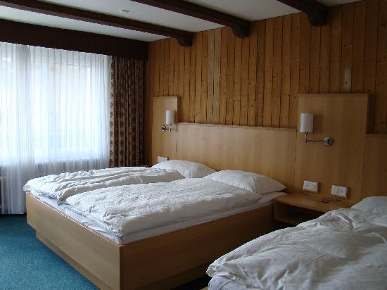 Hotel Simi Zermatt : Spacious room