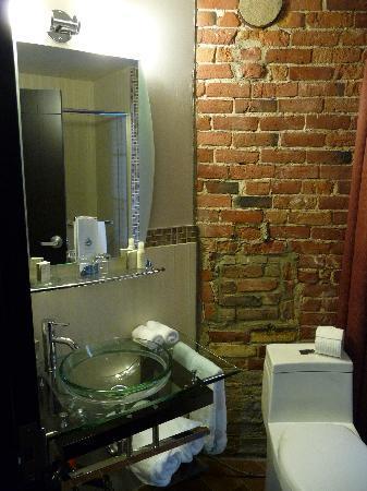 Le Petit Hotel: bagno