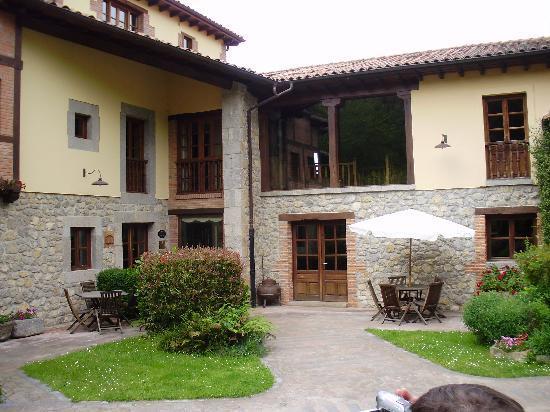 Hotel Rural Arredondo: La entrada al Hotel