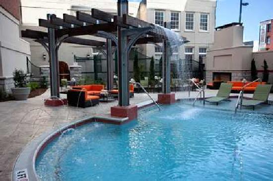 Hampton Inn & Suites Chattanooga / Downtown: outdoor pool area