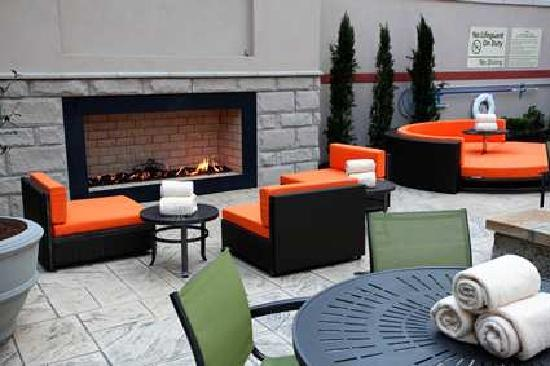 Hampton Inn & Suites Chattanooga / Downtown: patio area