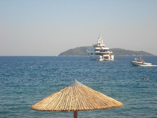 Angeliki Beach Hotel: view from angeliki's swell beach bar
