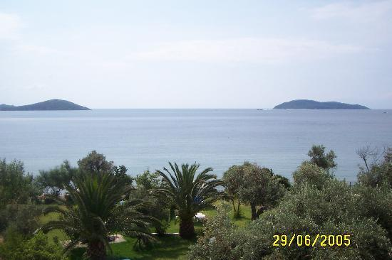 Megali Ammos, Grekland: view from balcony at angeliki - perfect end to the day...angeliki's gardens can be seen, 3 furth