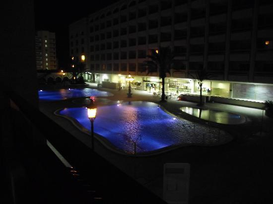 Kn Columbus Aparthotel: The view of the pool