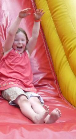 Murphy, Carolina del Norte: fun on the bounce castle slide