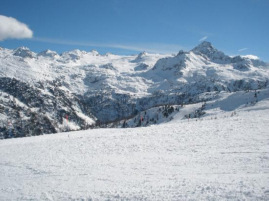 Hotel Du Glacier: Plenty of snow in La Thuile