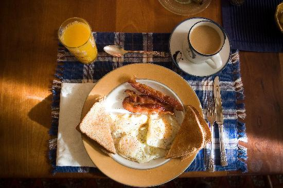 Ipswich Inn Bed and Breakfast: Full breakfast included with your room - also open to the public