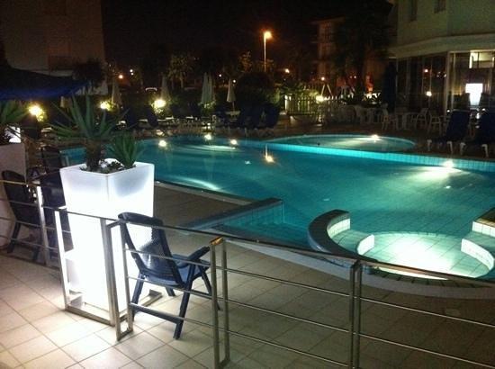 Hotel Taormina & Residence: piscina