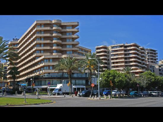 Melia Palas Atenea: View of Hotel from Marina