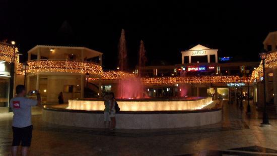 Parque Santiago III: safari centre lights at night
