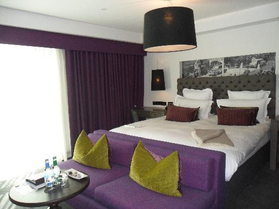 Blythswood Square: Spacious Bedroom
