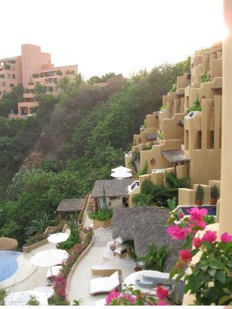Cala de Mar Resort & Spa Ixtapa: A view of the resort