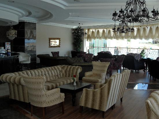 Roma Beach Resort & Spa: The bar area