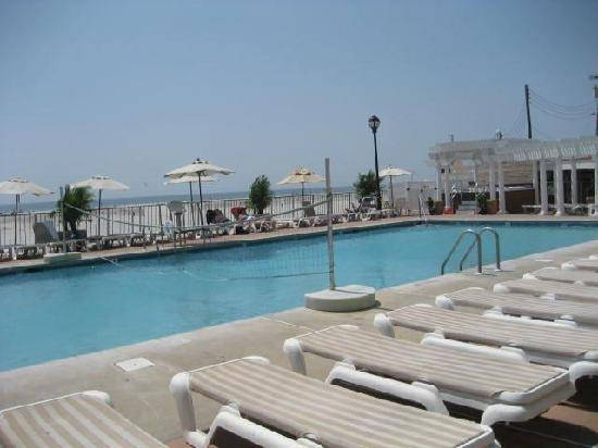 Reges Oceanfront Resort: A view from the pool