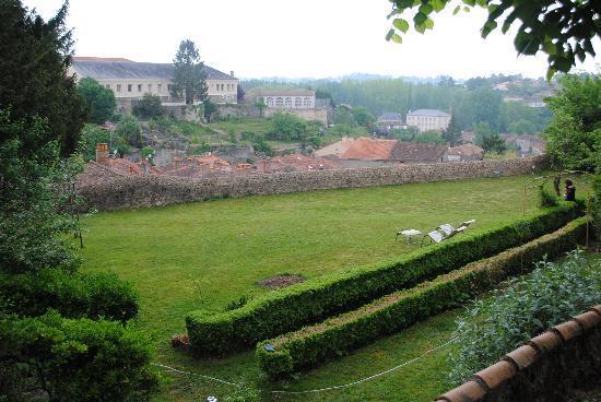 Le Grand Logis: uitzicht vanuit de tuin