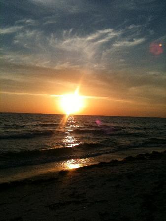 Bradenton Beach, FL: Beautiful sunsets
